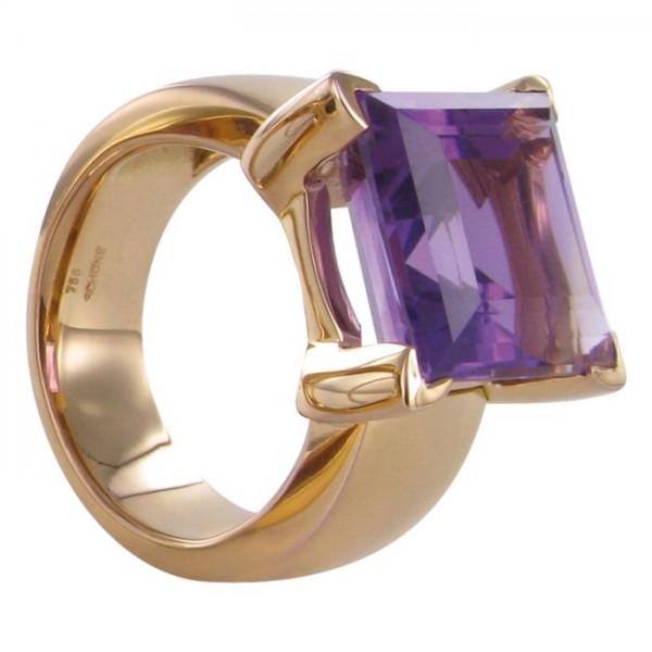 Ring in Rotgold mit großem Farbstein 750/GG